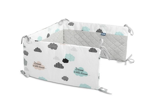 Ochraniacz do łóżeczka Plusz Karo – chmurki